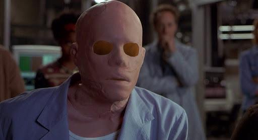 Послучаю скорого релиза новой версии «Человека-невидимки» (The Invisible Man) мырешили вспомнить cамые яркие сцены изфильмов, где герои противостоят невидимому противнику.