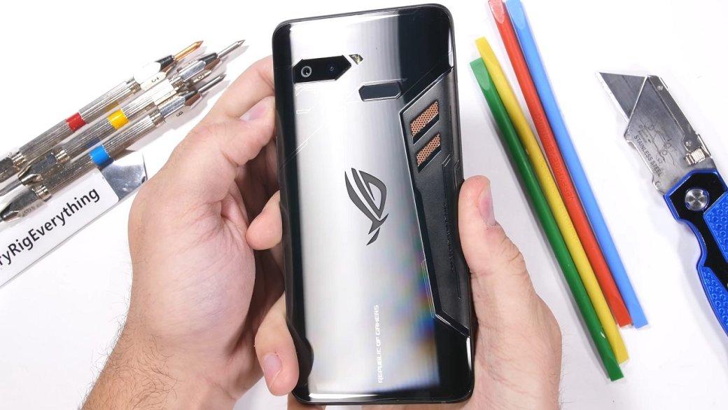 Канцелярский нож и зажигалка против игрового смартфона ASUS ROG Phone: кто победил?