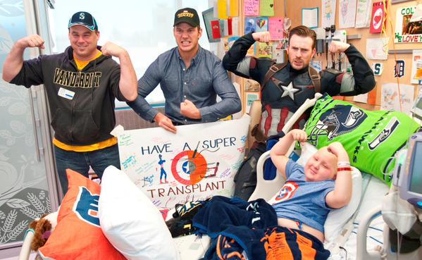 Крис Эванс и Крис Прэтт навестили больных детей в госпитале Сиэтла