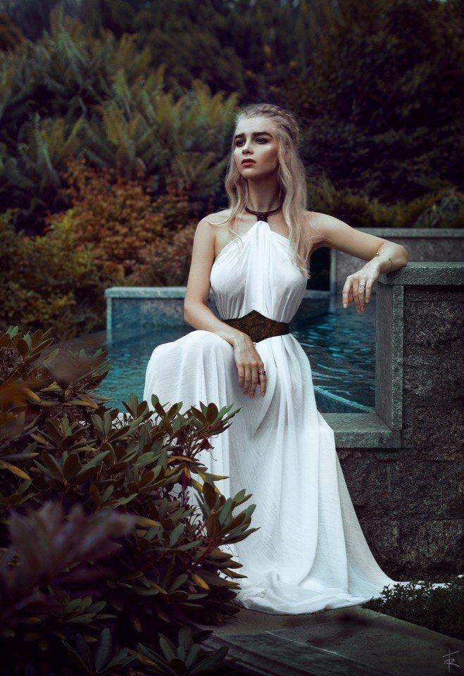 Косплей дня: истинная королева Вестероса Дейенерис Таргариен
