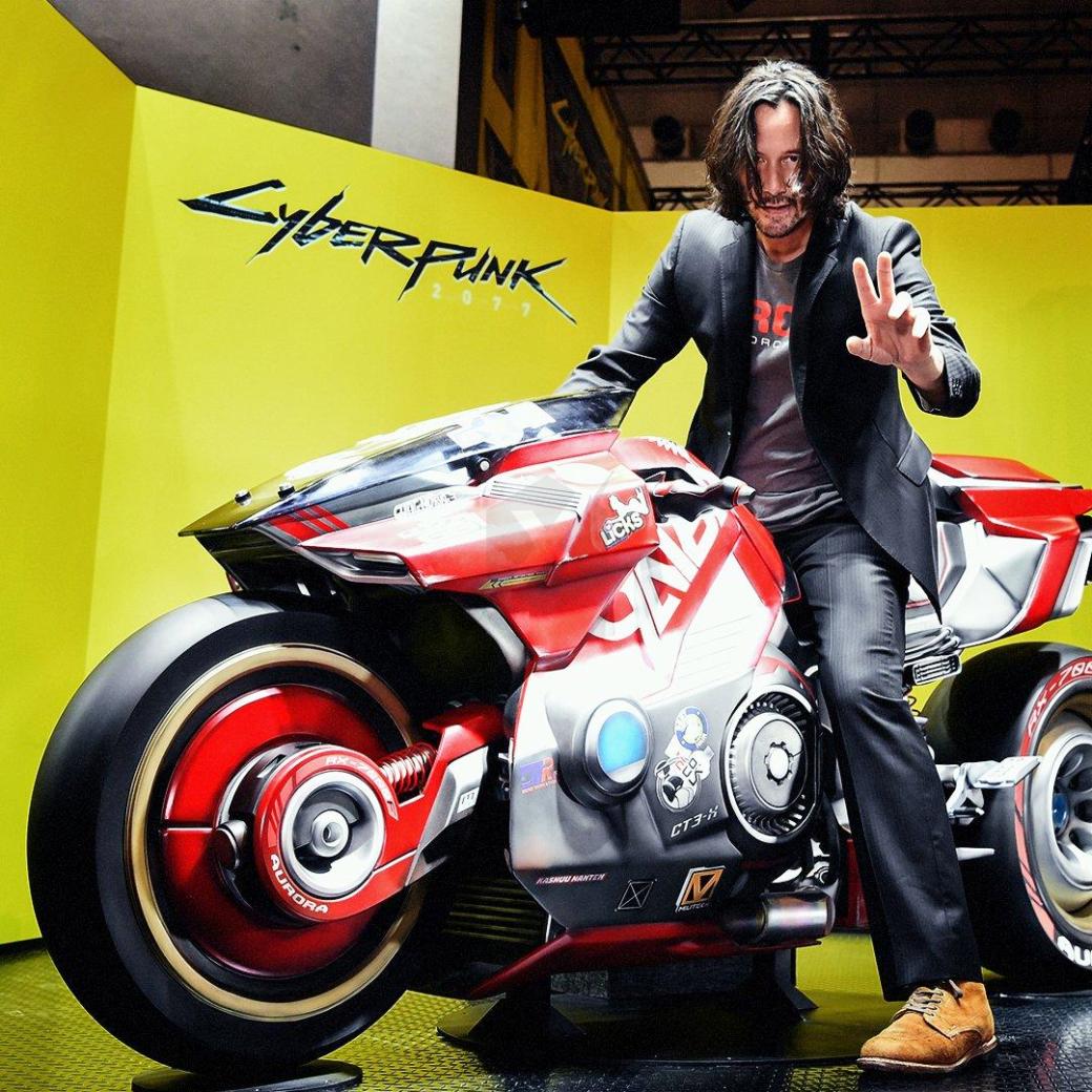 Икуми Накамура примерила ушанку имотоцикл изCyberpunk 2077