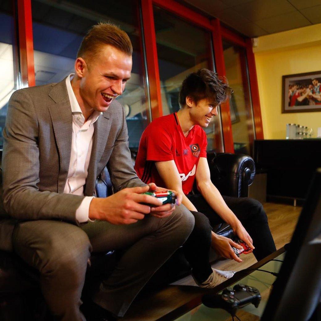 Мог бы стать известным футболистом, а стал талантливым киберфутболистом