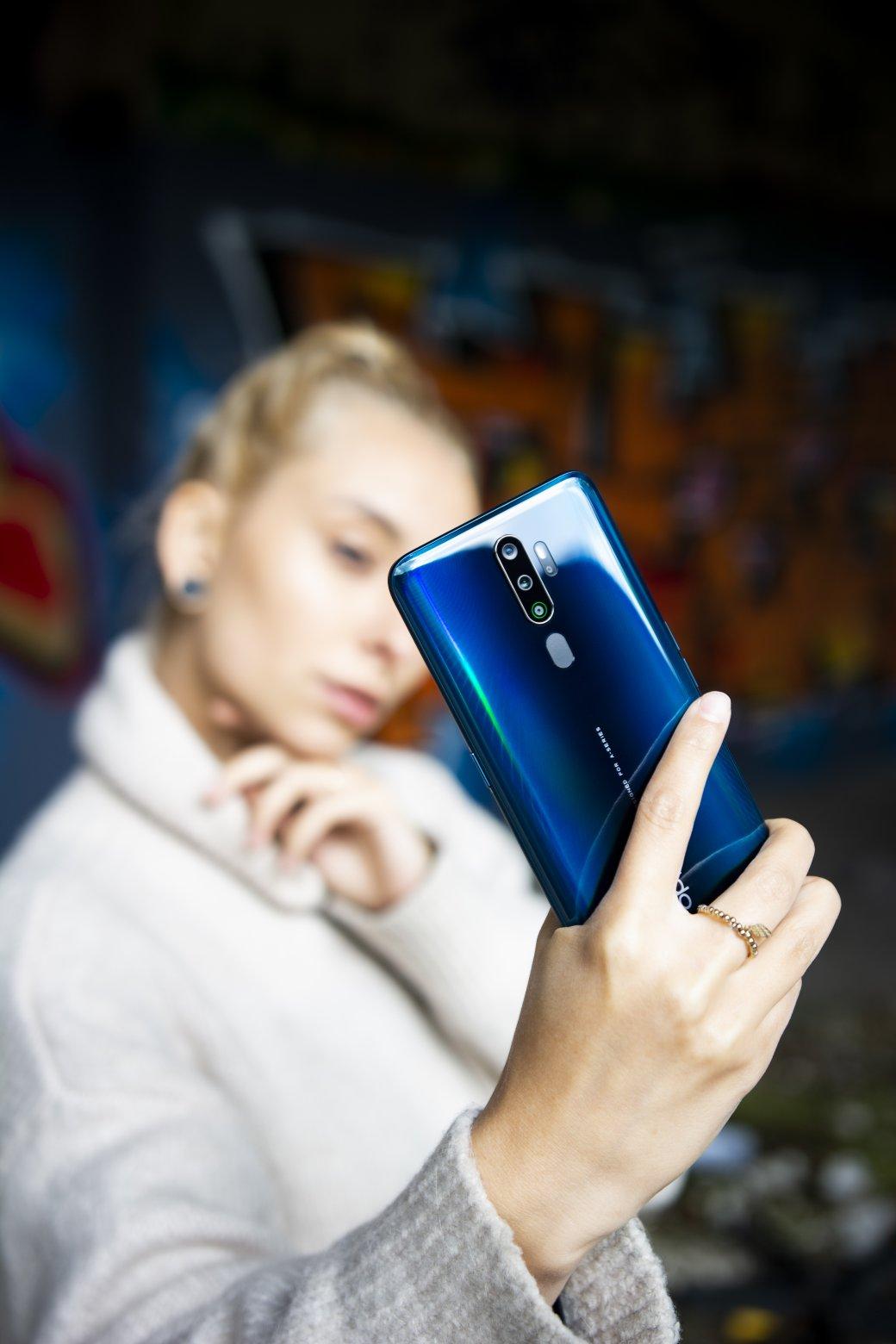 Недороже 20000 рублей: смартфон с4 камерами и3D-дизайном