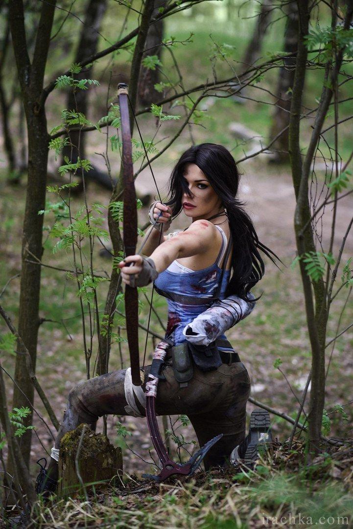Косплей дня: очаровательная Лара Крофт иразъяренный хищник