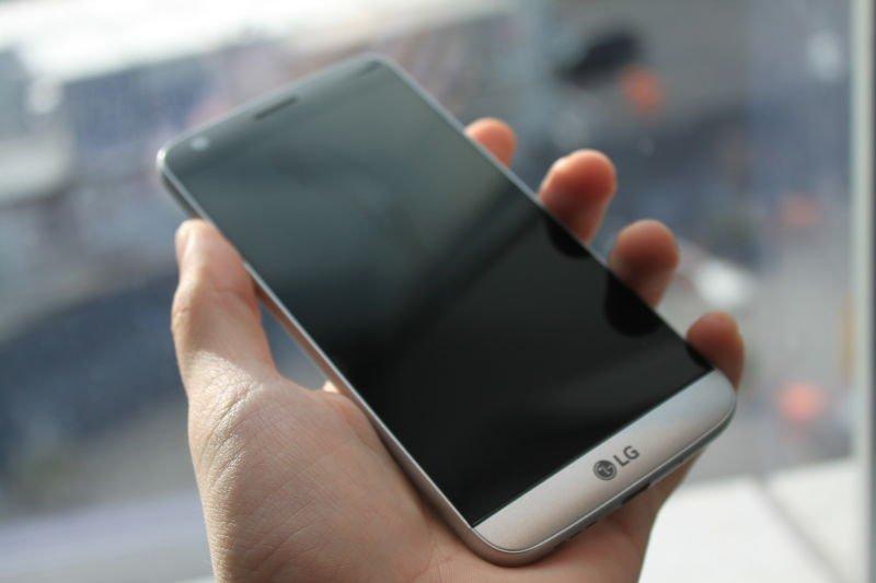 LG представила первый модульный смартфон на MWC 2016