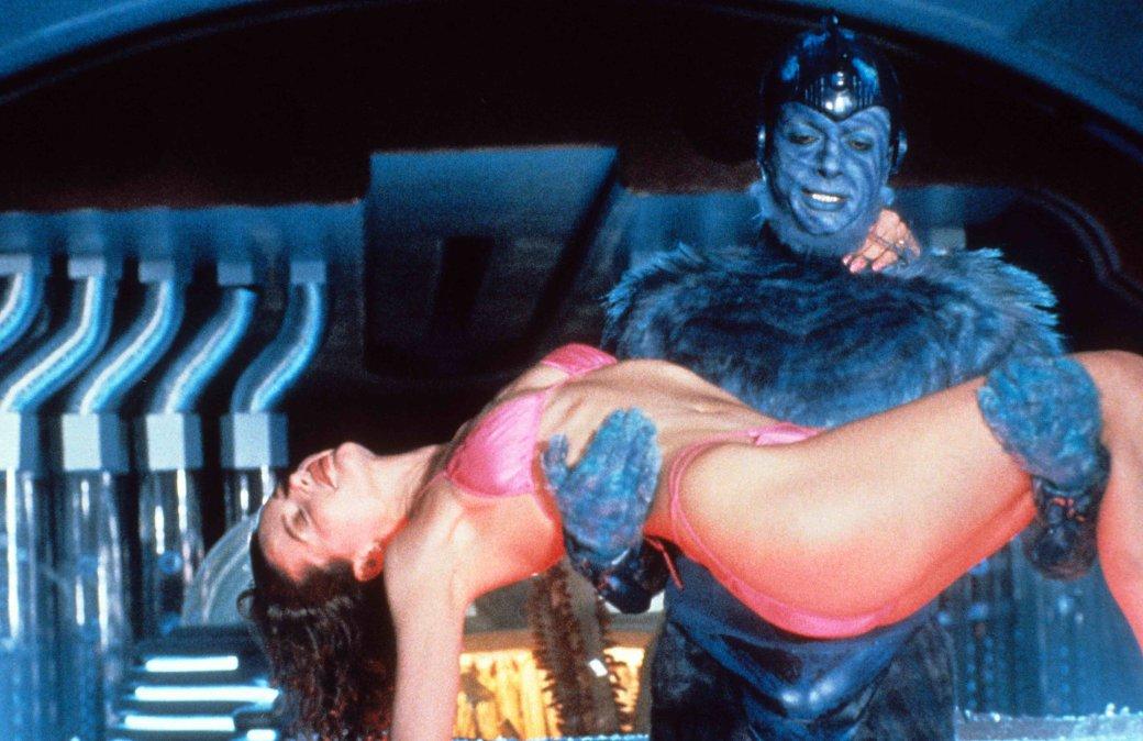 Какая культовая комедия 90-х повлияла на цвет героя «Тор: Рагнарек»?