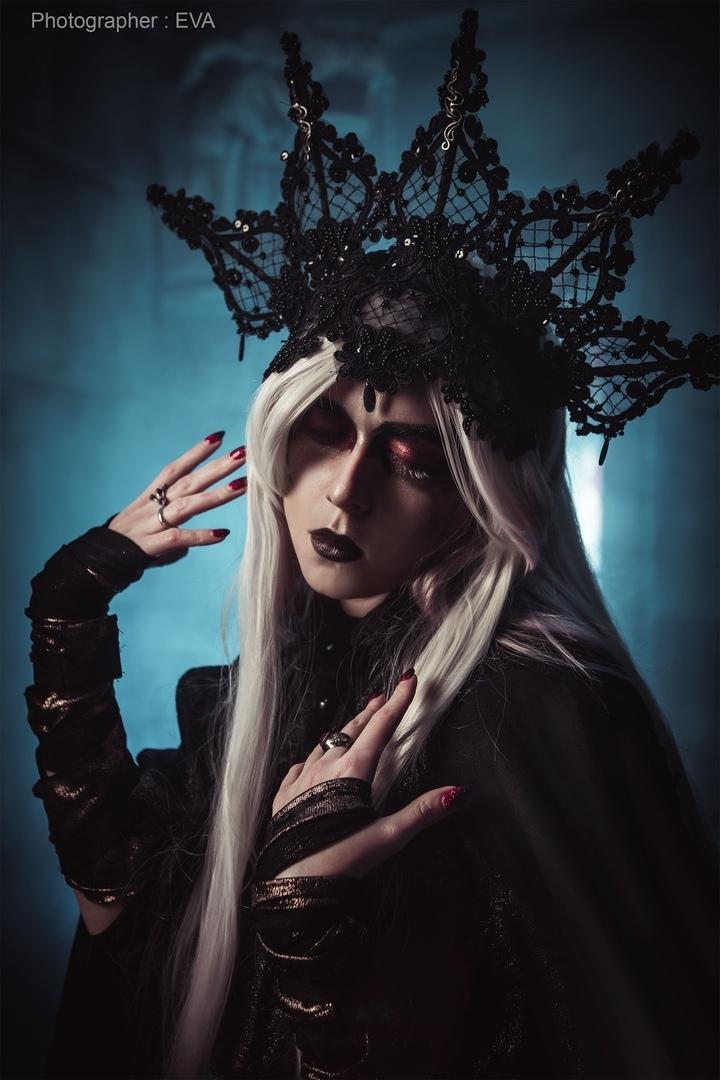 Павшая Хранительница Огня вмрачном ивпечатляющем косплее Dark Souls