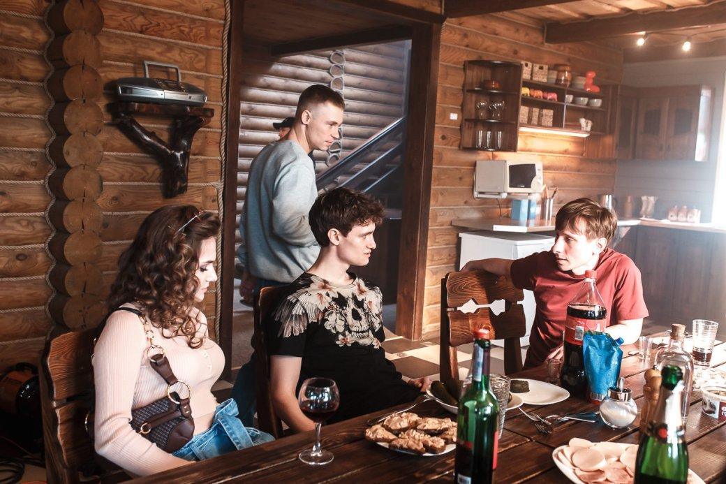 22октября вкинотеатрах выходит впрокат «Спайс бойз» — фильм, основанный насобытиях вГомеле шестилетней давности. Вреальном деле парню вырезали глаза. Смотрим, как эту историю пересказывает кино из Беларуси.
