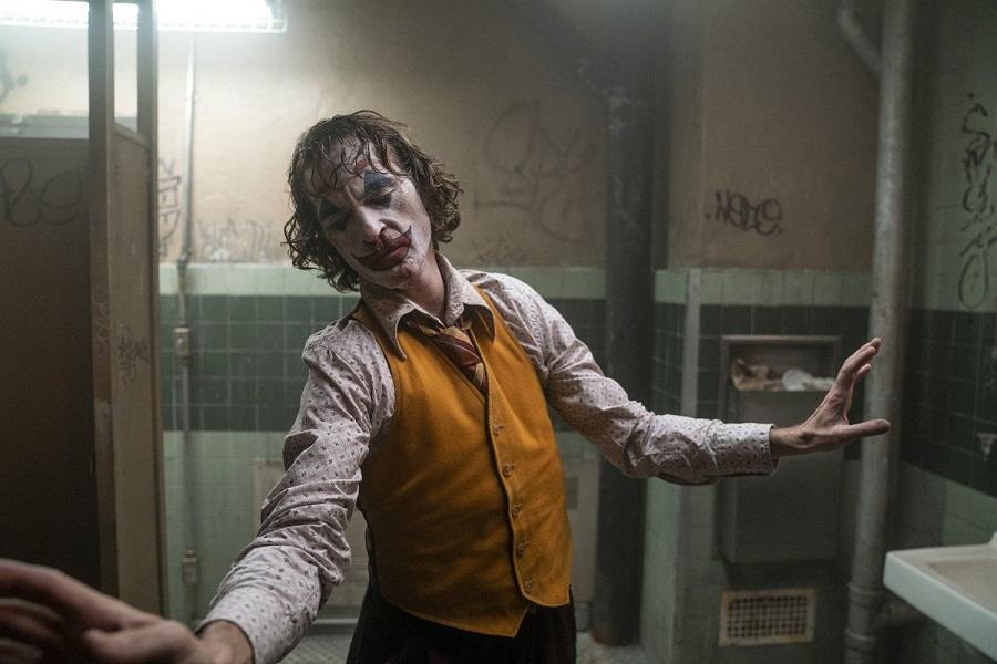 Жуткая антигероика без спецэффектов. Что значит для кино миллиард кассовых сборов «Джокера»?
