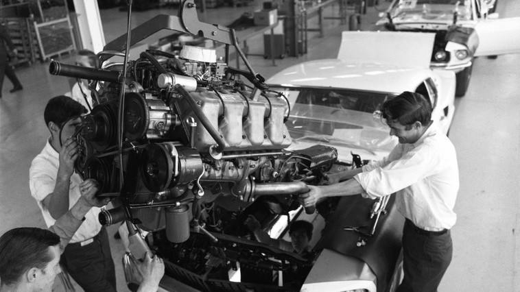 Обаятельный киллер смотором: разбираем машины Джона Уика