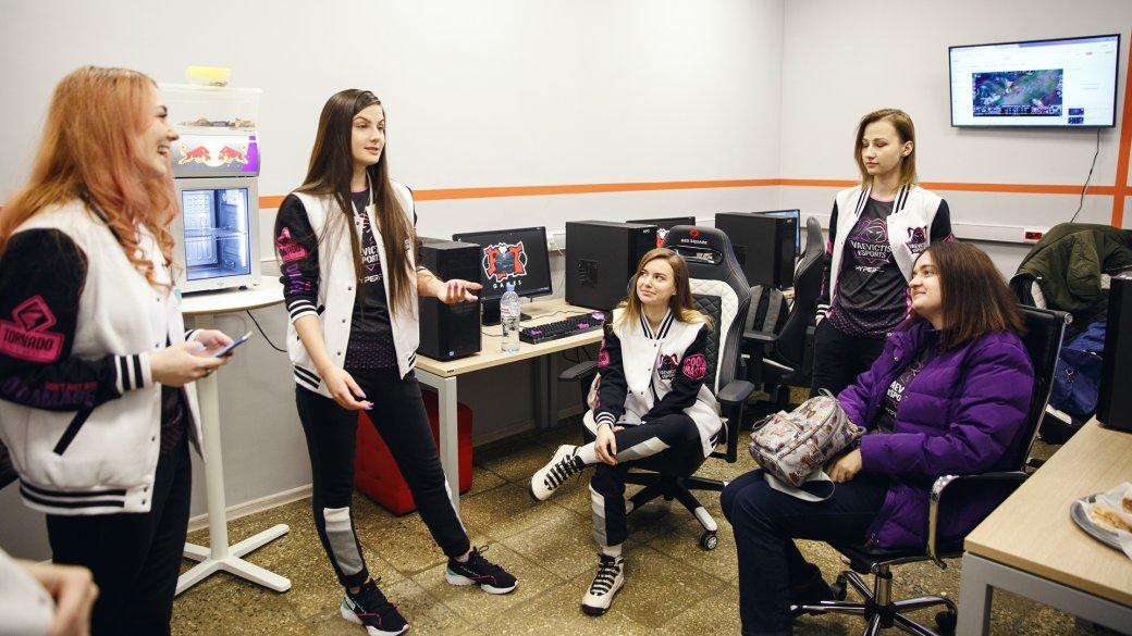 Riot наказала мужскую команду поLeague of Legends за«бан» 5 саппортов против женской команды