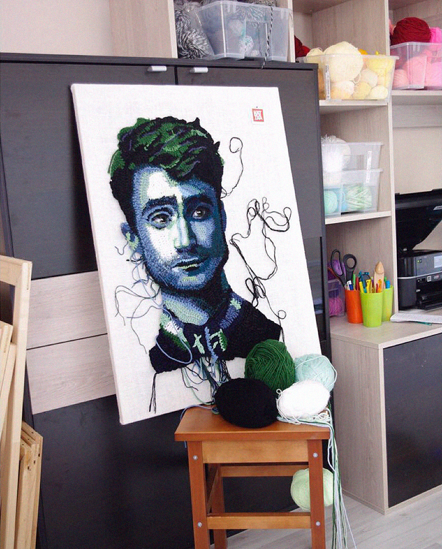 Вязаные Бэтмен иИлон Маск: художница создает крутые портреты изниток