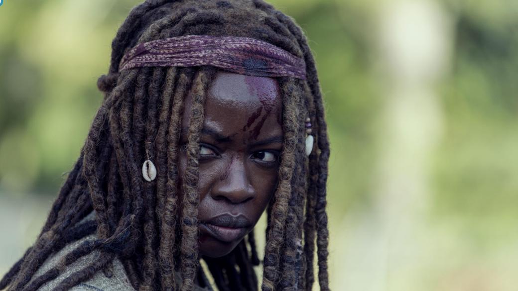 18марта вышла 14 серия 9 сезона «Ходячих мертвецов» (The Walking Dead). Там раскрыли события, произошедшие впромежутке между 5 и6 сериями, когда в сериале был сделан скачок вовремени нашестьлет вперед. Вчастности, вэтой серии раскрывается происхождение шрамов Мишонн иДэрила. Собственно, эпизод так иназывается— «Шрамы» (Scars).