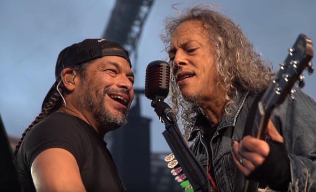 Вот этода! Metallica спела «Группу крови» Цоя наконцерте вМоскве