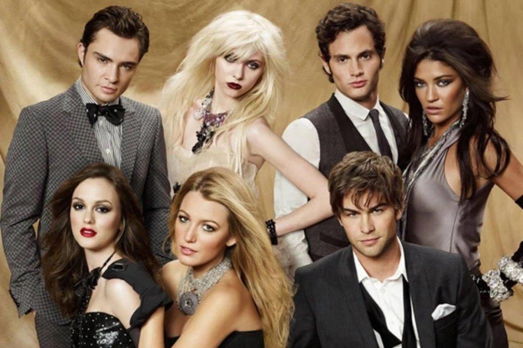 В2007 году телеканал The CWпредставил «Сплетницу» (Gossip Girl)— многосерийное шоу ожизни золотой молодежи Верхнего Ист-Сайда, чья идеальная жизнь омрачается кознями анонимной блогерши, собирающей сплетни. 8июля 2021 года выходит продолжение проекта cтемже названием. Зрители увидят новых героев, новую реальность, новсё тотже Верхний Ист-Сайд.