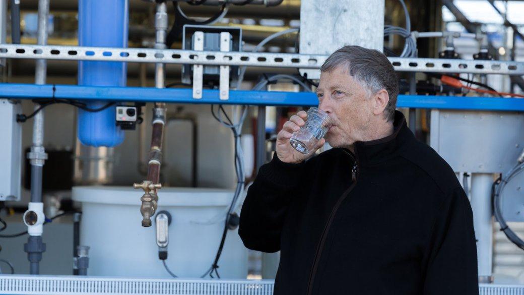 Билл Гейтс и Джимми Фэллон выпили воду, полученную из канализации