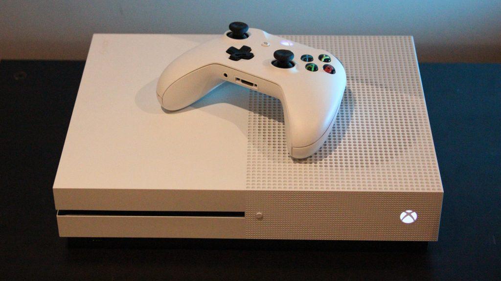 СМИ: Microsoft выпустит в2019 году дешевую версию Xbox One без дискового привода [обновлено]