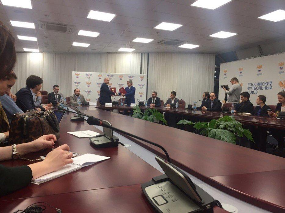 3 октября в Доме футбола в Москве прошла пресс-конференция, посвященная подписанию договора о сотрудничестве между Российским футбольным союзом и Федерацией компьютерного спорта России. «Канобу» — с места событий.<br />