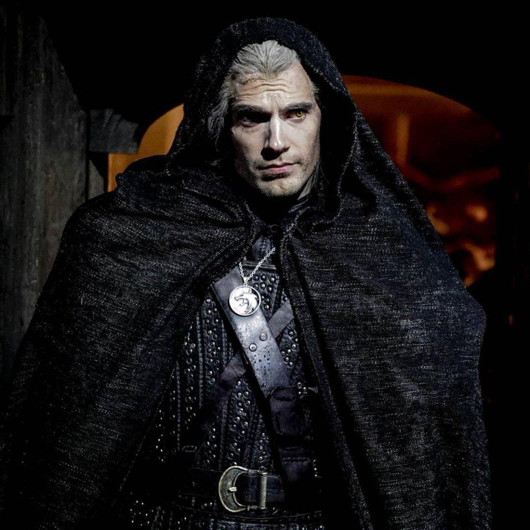 Генри Кавилл выложил новое фото Геральта иназвал любимые книги «Ведьмака»