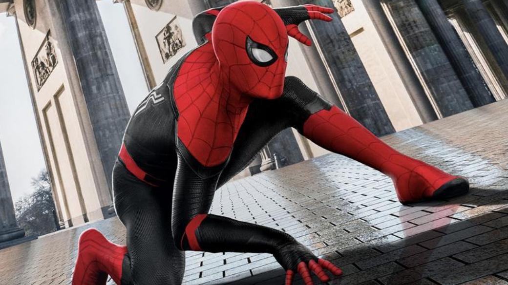 Питер Паркер работает над новым костюмом в свежем ролике «Человека-паука: Вдали от дома»