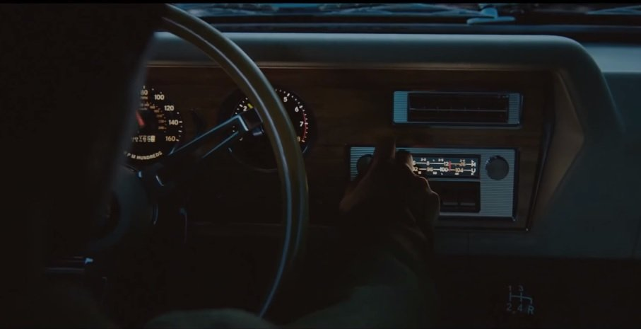 Если высомневаетесь, стоитли ждать Mafia 3, вот вам один аргумент «за»— вофициальный саундтрек игры входит больше 100 лучших композиций изтех, что были популярны вАмерике 60-х годов. Эту игру можно купить просто для того, чтобы кататься намашине поНью-Бордо ислушать радио.