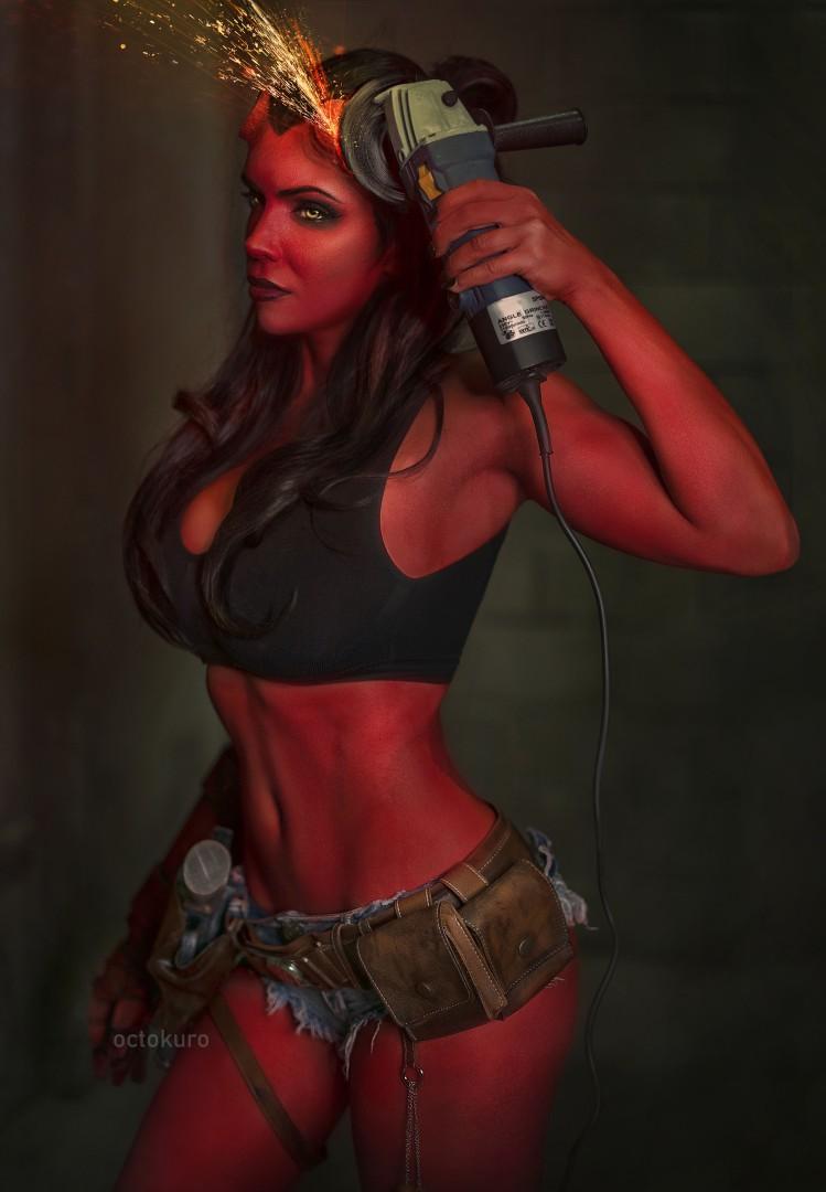 Королева ада: NSFW-косплей женской версии Хеллбоя от Octokuro