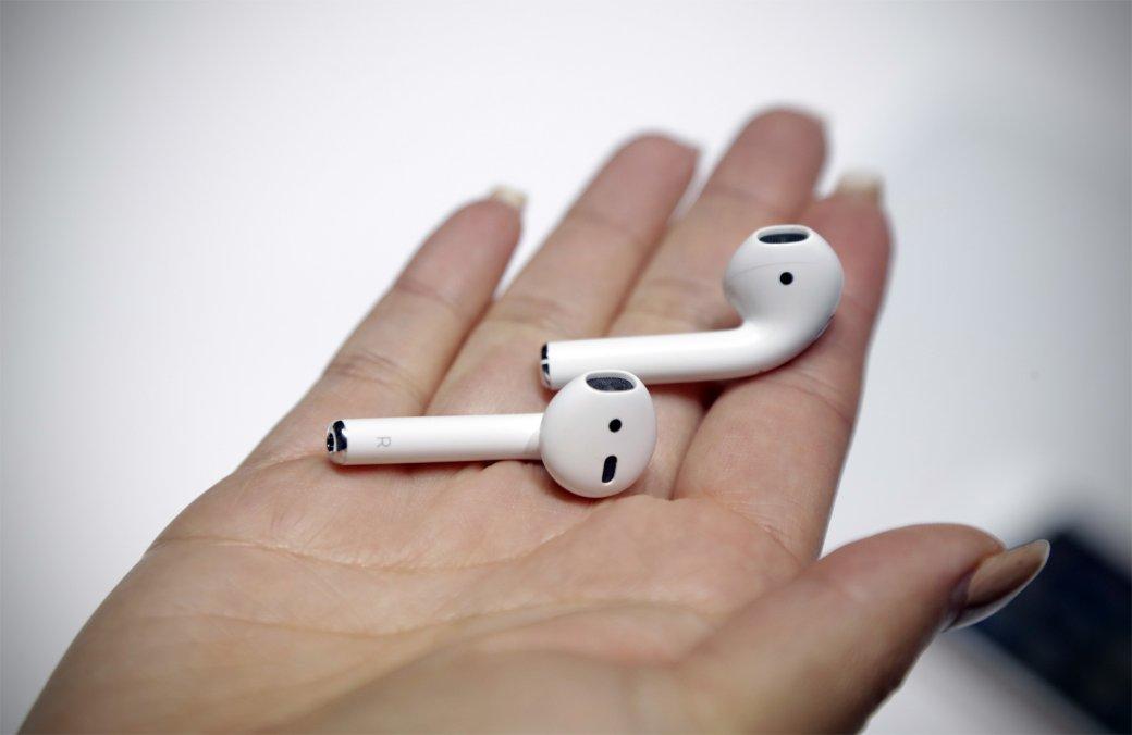Apple выпустила обновленные AirPods: теперь сбеспроводной зарядкой и голосовой активацией Siri