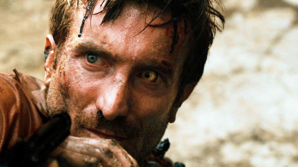 14августа 2009 года вамериканских кинотеатрах вышел южноафриканский фильм District 9 («Район №9»). Онстал дебютом режиссера-сценариста Нила Бломкампа, впоследствии поставившего «Элизиум» с«Чаппи» иедва неснявшего официальный сиквел «Чужих» Джеймса Кэмерона.