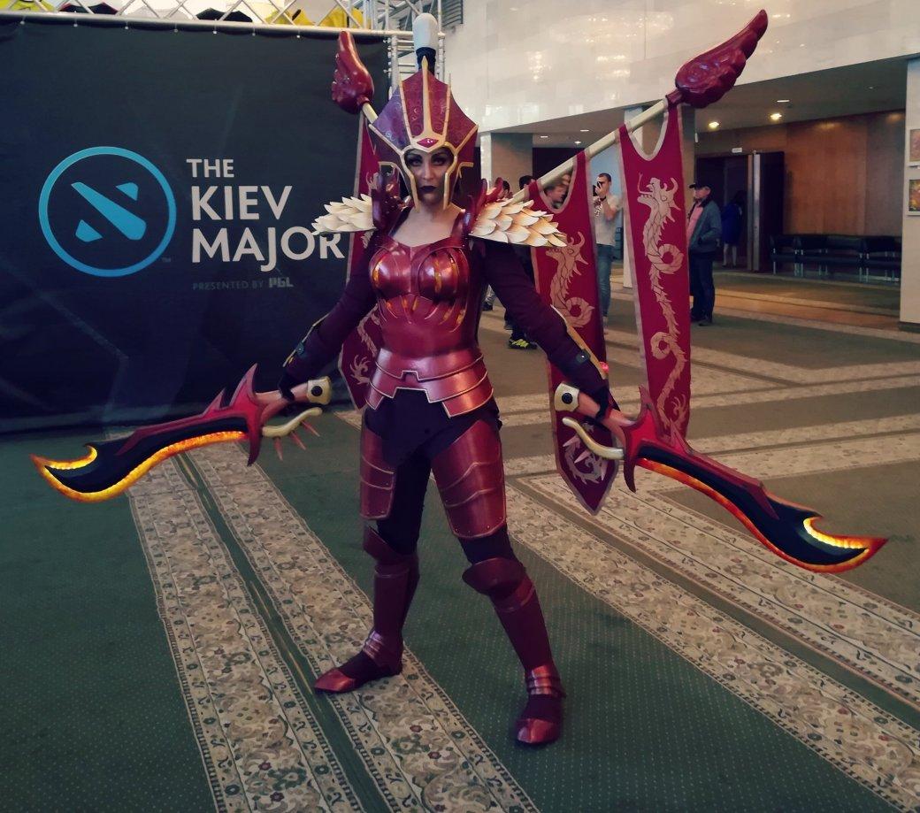 Косплей дня: отличный костюм Легион Командера изDota2