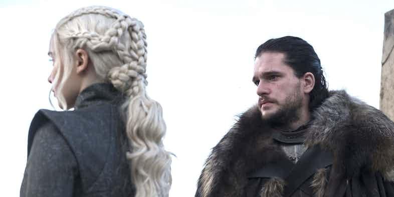 Режиссер «Игры престолов» намекает нароман между Дейенерис иДжоном
