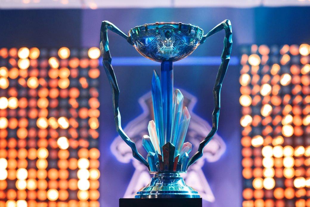 Одна из самых популярных соревновательных лиг в СНГ вернется в эфир уже в феврале, но с новыми правилами. Разбираемся, в какую сторону движется киберспортивная League of Legends в нашем регионе и чем руководствовалась Riot Games при создании условий для своих участников на 2018 год.