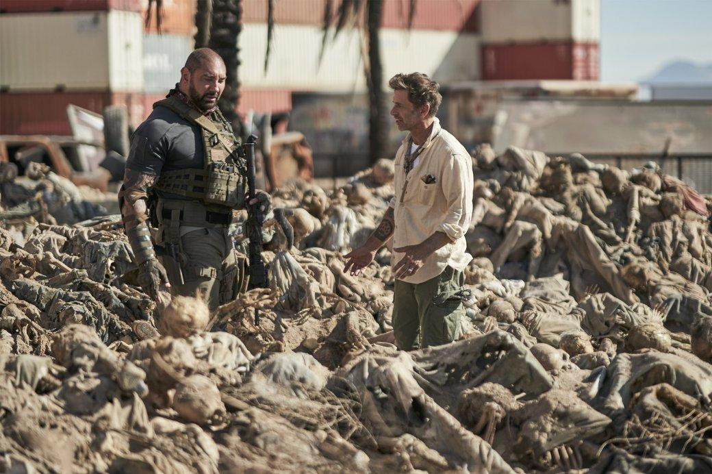 Netflix показал новое фото сосъемок «Армии мертвецов» Зака Снайдера. Там куча скелетов иБатиста