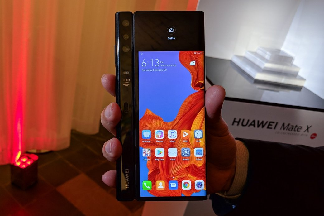 Выход складного флагмана Huawei Mate X перенесли с июня на сентябрь