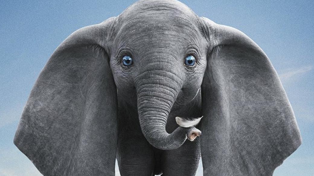28марта вкино выходит новый игровой фильм Disney— «Дамбо» (Dumbo), основанный наодноименном мультфильме 1941 года. Наэтот раз экранизировать классику доверили Тиму Бертону, известному характерным визуальным стилем иподачей. Удалосьли великому режиссеру создать кино для всей семьи онеунывающем летающем слоненке?