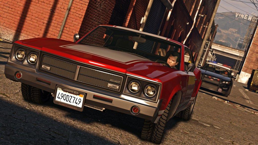 Слухов оGrand Theft Auto 6 появляется всё больше. Игру ещё даже неанонсировали, ноедвали кто-то сомневается, что Rockstar всё-таки разрабатывает продолжение продолжение своей главной серии— иодной изсамых популярных франшиз вигровой индустрии. Срелиза Grand Theft Auto 5 прошло уже, страшно сказать, почти 8лет. Нокакойже она будет? Ипрочто? Вкаком сеттинге? Акогда выйдет? Собрали главные слухи оновой части Grand Theft Auto.
