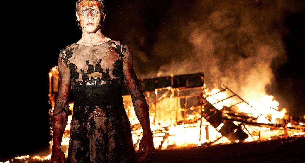 Вконце февраля наэкранах кинотеатров выйдет «Подлинная история банды Келли» (True History ofthe Kelly Gang).Это четвертая попытка экранизировать жизнь исмерть австралийского бушрейнджера Неда Келли. Посмотрим, что (не) так вверсии австралийского постановщика Джастина Курзеля («Сноутаун», «Макбет», «Кредо убийцы»).