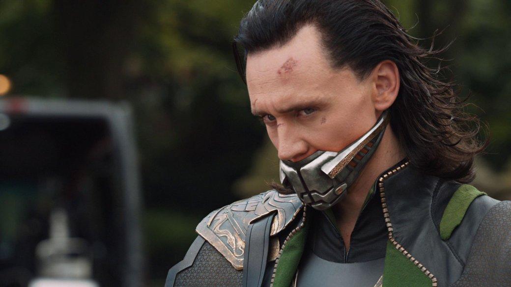 На Disney+ стартовал  «Локи» (Loki) – третий сериал из новой супергеройской линейки Marvel. Антигерой в исполнении Тома Хиддлстона умер в дилогии «Мстители: Война бесконечности» и «Мстители: Финал». Но сценаристы шоу вернули его к жизни. Автор «Канобу» Мари Григорян вспоминает историю приключений Локи: как богу обмана до поры до времени удавалось избежать смерти, как он связан с Таносом и почему в сериале появится не тот трикстер, к которому привыкли зрители.