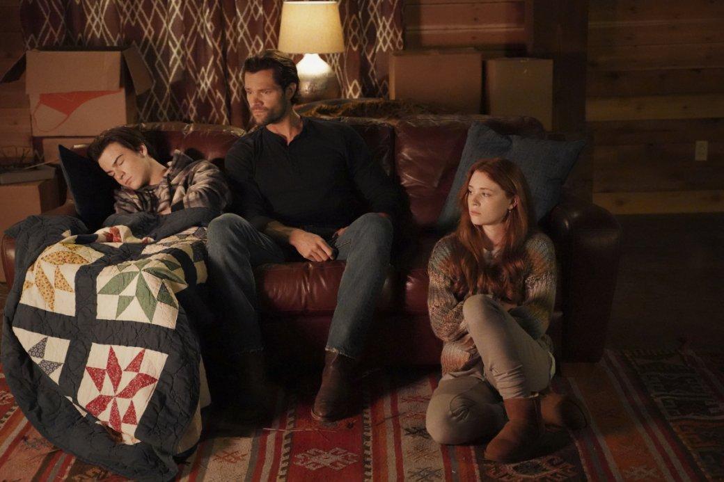 «Уокер» сДжаредом Падалеки получит второй сезон. Какие еще сериалы продлил канал The CW