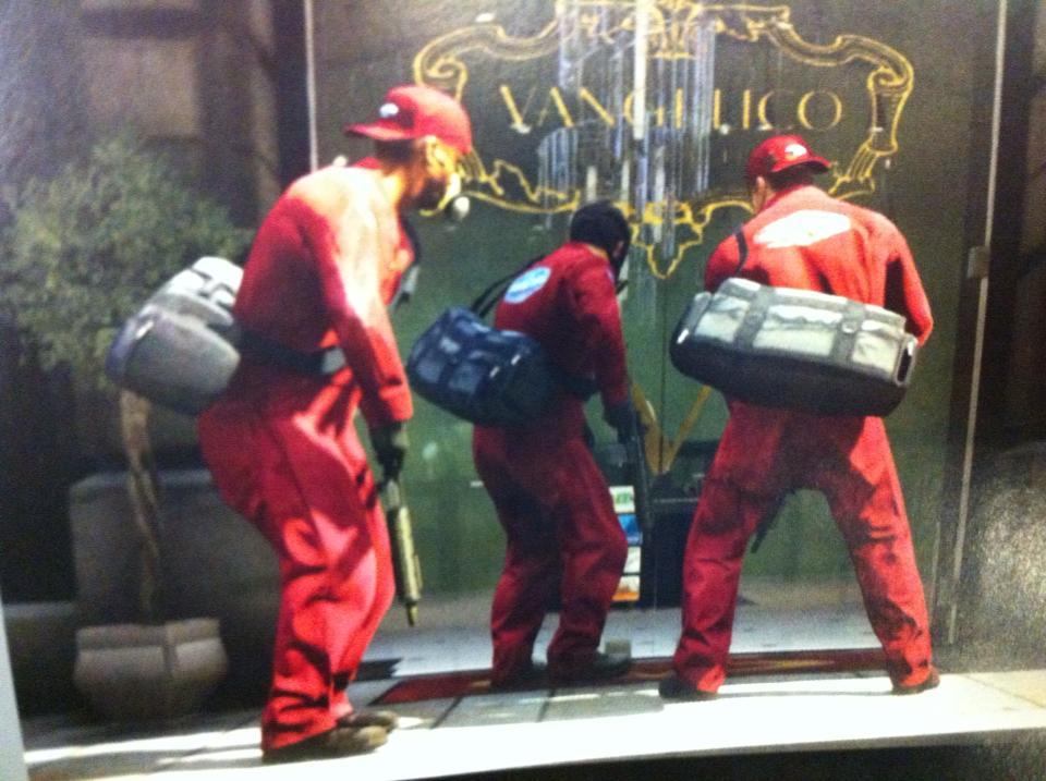 Рекламный постер GTA V нашли в коробке от Red Dead Redemption