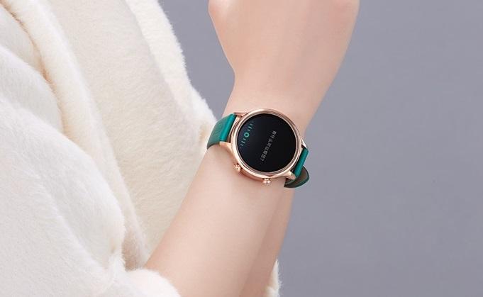 Xiaomi представила топовые смарт-часы сNFC изащитой отводы