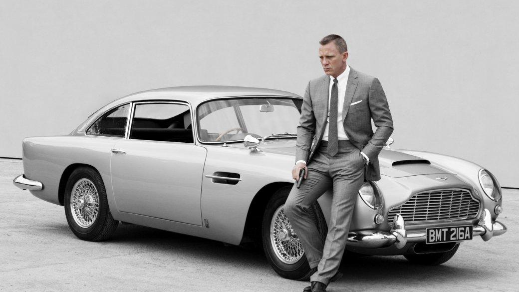 Владелец марки Aston Martin Дэвид Браун плевать хотел, знаетели, навсю эту вашу киношную возню вцелом инаагента 007 вчастности. Онвложил вразвитие английского бренда нетолько кошелек, ноидушу, иобоснованно считал свое предприятие вполне самодостаточным: Aston Martin кначалу шестидесятых ненуждался нивкакой рекламе, аужтем более— врекламе при помощи третьеразрядных боевичков. Однако…