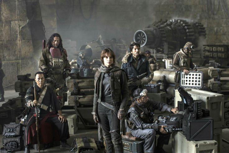 Дата выхода «Звездных войн» меняет календарь прокатчиков