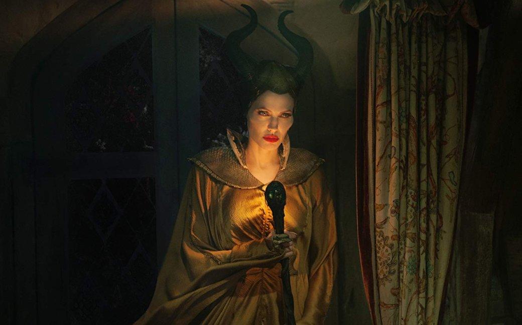 17октября нароссийские экраны вышел фильм «Малефисента: Владычица тьмы»— вторая картина опохождениях перевоспитавшейся злой феи висполнении Анджелины Джоли. Всвязи сэтим мыоглядываемся наисторию персонажа вцелом— иеедебют вкартине 2014 года, собравшей 758$ млн вмировом прокате.