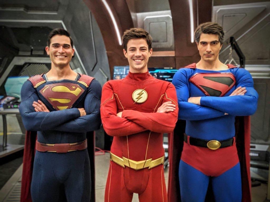 Два Супермена идве Лоис Лейн нановых фото сосъемок «Кризиса наБесконечных землях»