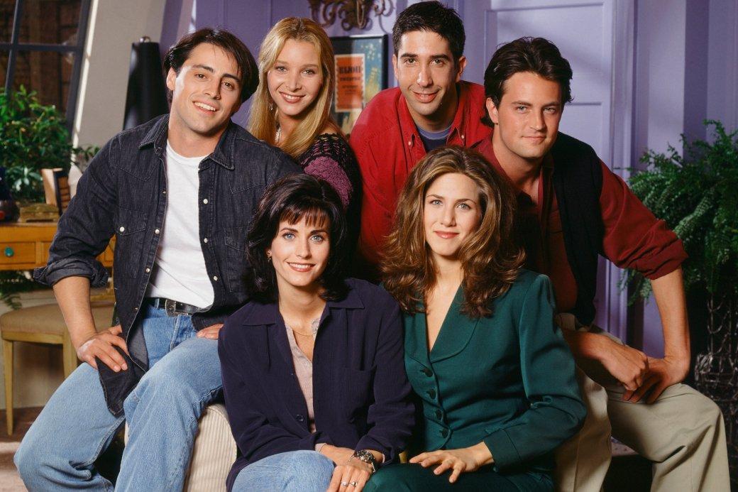 27 мая выходит долгожданный специальный эпизод «Друзей» (Friends: The Reunion), в котором герои знаменитого ситкома вновь соберутся вместе в своей нью-йоркской квартире. Ситком выходил с 1994 по 2004 год. За прошедшие 17 лет подробности финала можно было забыть. Напоминаем, что произошло с друзьями, когда мы видели их на экране в последний раз.
