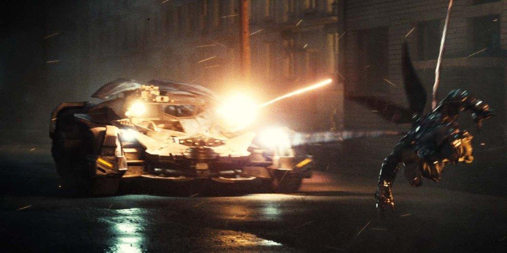 Считаем ракеты. Новый взгляд на Бэтмобиль из «Лиги справедливости»