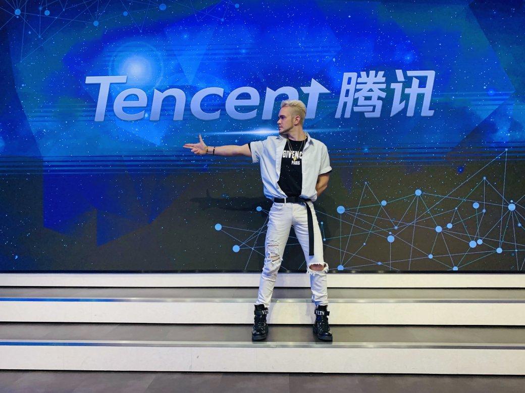 Славянский парень покорил Китай. Он имеет 14 млн подписчиков в TikTok и сотрудничает с Tencent