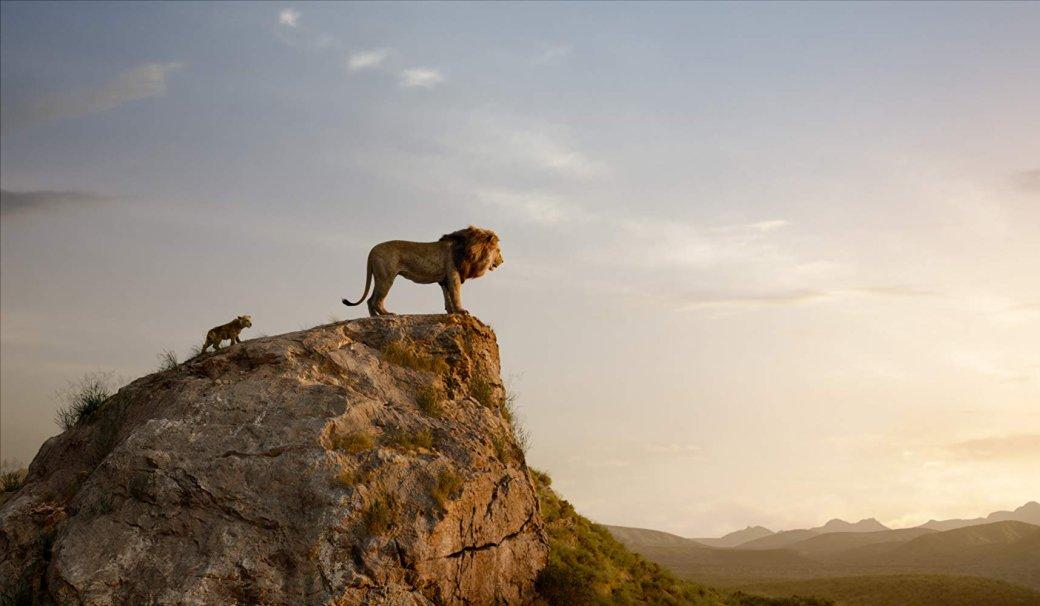 18июля внаших кинотеатрах вышел ремейк «Короля льва» (The Lion King), вкотором традиционную анимацию заменили компьютерной, предельно реалистичной. Все последние подобные переделки собственного наследия отстудии Disney критикой ипубликой принимались довольно тепло. Нонового «Короля льва», практически неотступающего отобожаемого всеми оригинала, раскритиковали забезжизненность. Иподелом.