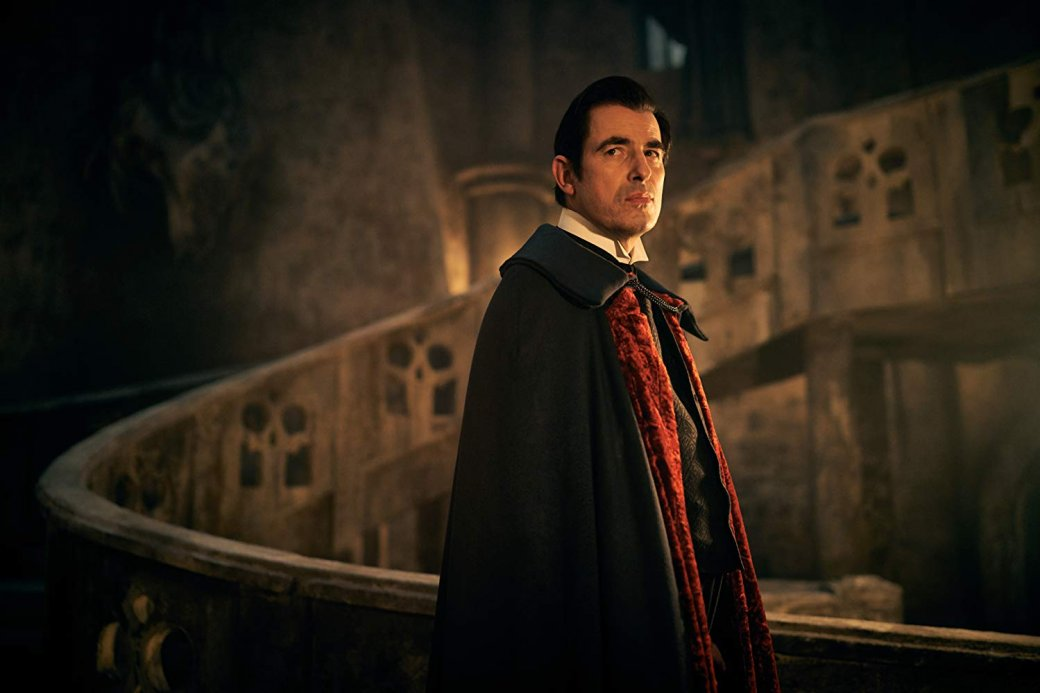 Отдуэта Стивена Моффата иМарка Гэтисса всегда ждешь подвоха: сценаристы «Шерлока» заработали репутацию главных британских трикстеров наТВ, способных извратиться над классическими сюжетами исделать это красиво. «Дракула»— как раз тот сериал, который может ввести вступор. Ивслучае сМоффатом иГэтиссом это комплимент.