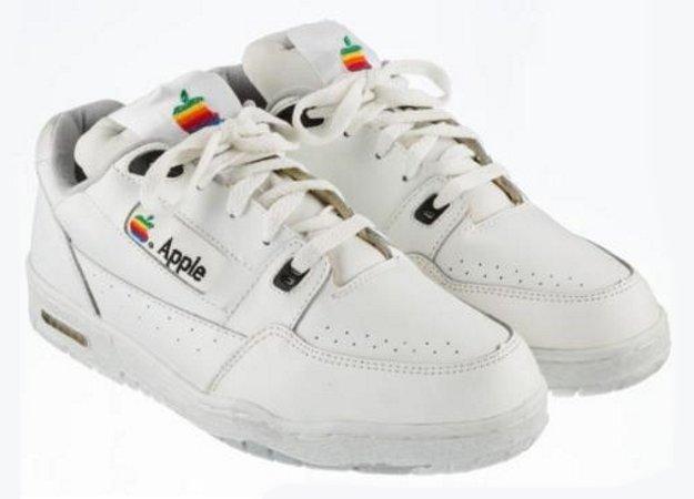 Найдена самая дорогая продукция Apple: миллион за кроссовки!